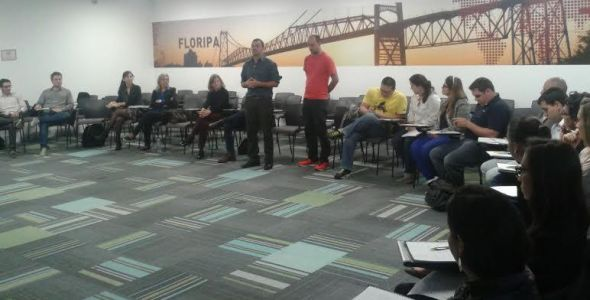 Empreendedores recebem curso sobre tomada de decisões