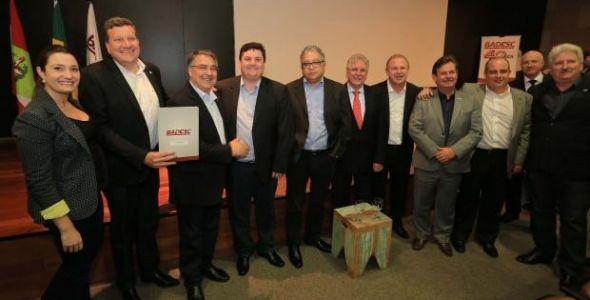 Munic�pios recebem financiamento de R$ 23 milh�es do BRDE