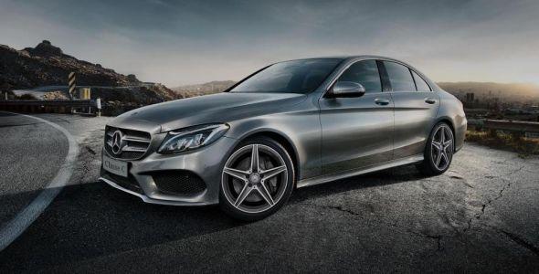 DVA promove exposi��o de modelos Mercedes Benz no Shopping Neumarkt