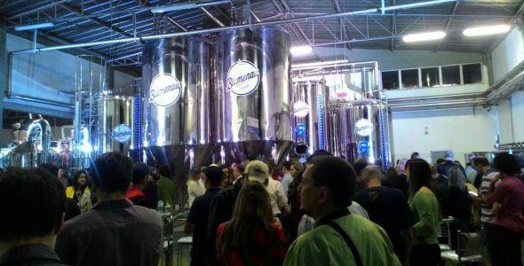 Cerveja Blumenau inaugura f�brica e lan�a 10 novos r�tulos
