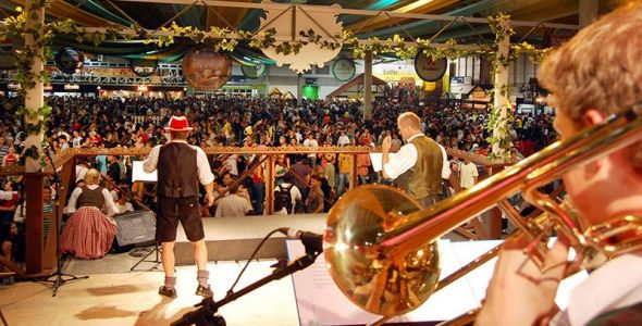 Festas de outubro movimentam turismo e economia em Santa Catarina