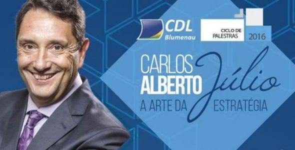 Carlos Alberto Júlio encerra do Ciclo de Palestras 2016 da CDL Blumenau