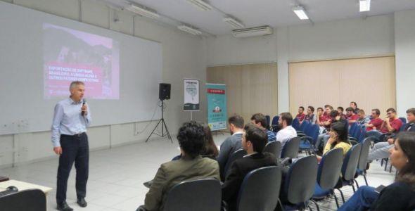 Simpósio Acadêmico de Tecnologia do Senai Blumenau abordou os temas atuais e as perspectivas de futuro para a área de TI