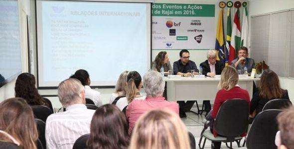 ACII assina parceria com Univali para promover internacionaliza��o de MPEs