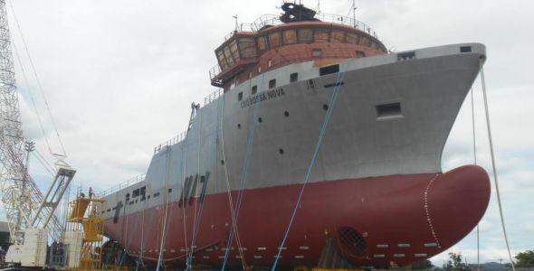 Navio construído em estaleiro de Itajaí é lançado