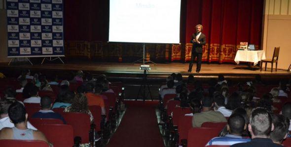 Unicesumar apresenta vantagens do EAD em palestra gratuita