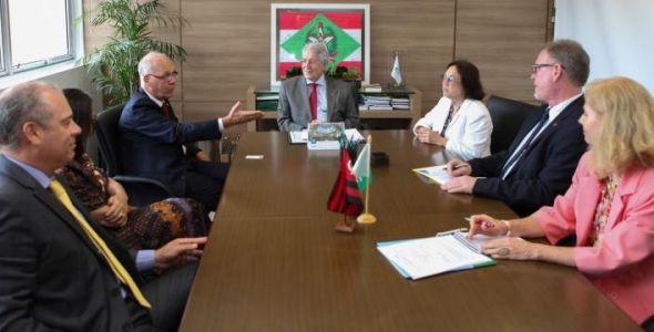 Embaixador da Alemanha em Brasília discute economia do país