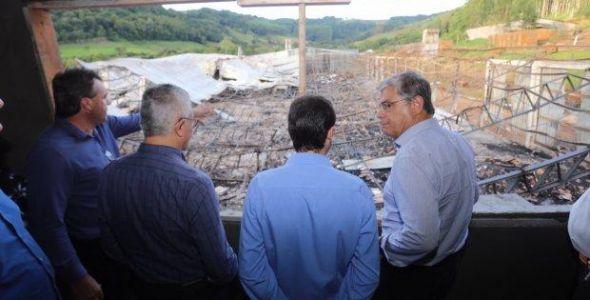 No oeste do estado vice-governador garante recursos para reconstrução de fábrica