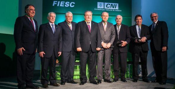 VP da Fiesc Ingo Fischer recebe prêmio nacional da indústria