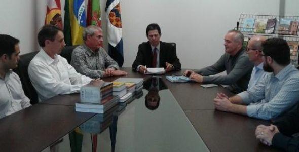 Furb oficializa convênio de dupla diplomação na pós graduação