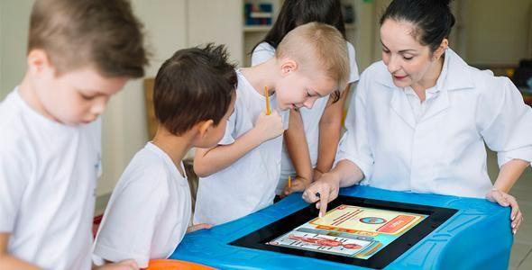 Games educativos da primeira mesa digital brasileira ganham destaque em área de tecnologia da Fispal Food Service 2017