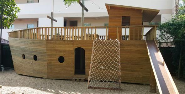 Restaurante inaugura espaço infantil em forma de barco