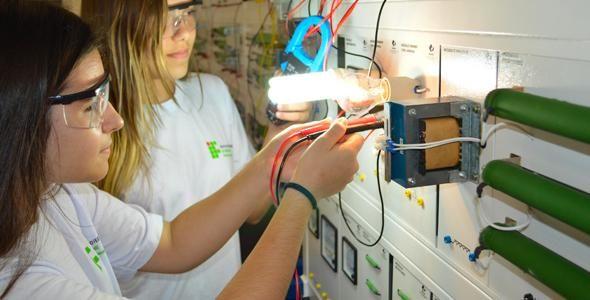 Mais de 100 vagas para cursos de Informática e Eletromecânica são oferecidas pelo IFC Blumenau