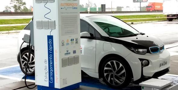 Posto Angeloni de Porto Belo passa a dar carga em carros elétricos