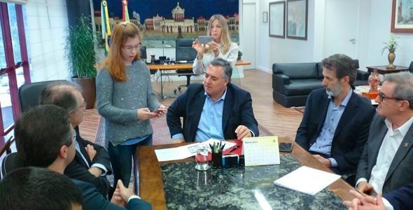 Governador recebe alunos do Programa Entra21-Blusoft