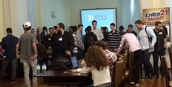 Banco de talentos em TI tem jovens que tiveram aulas de inglês e alemão