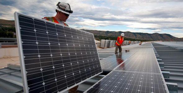 Energia solar gera economia em centros empresariais