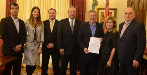Governo e Parati assinam memorando para expansão de fábrica no oeste