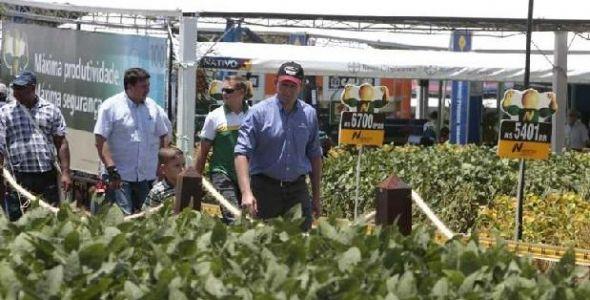 Produtores rurais e entidades rio-sulense visitam feira agrícola no Paraná