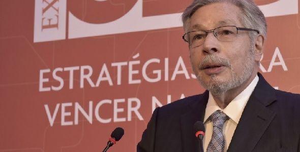 Luiz Seabra, fundador da Natura, palestra em evento do ExcelênciaSC