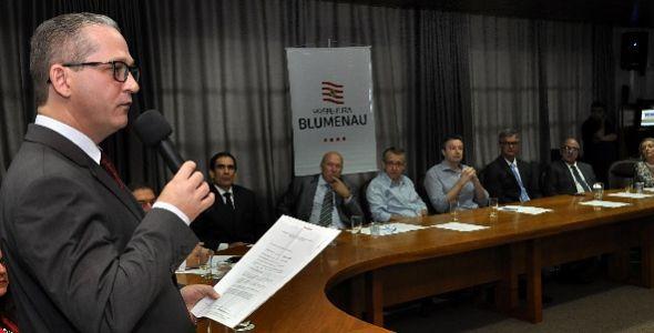 Prefeitura de Blumenau lança programa para negociação de tributos municipais
