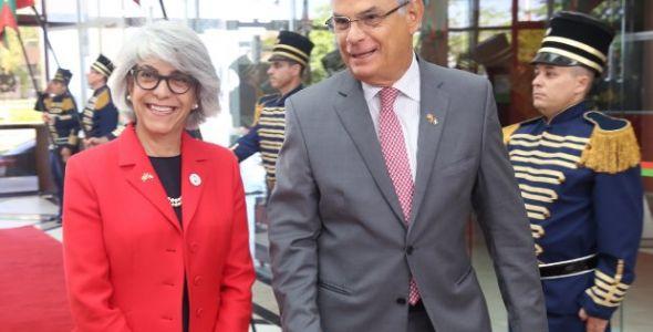 Embaixadora dos Emirados Árabes dialoga sobre desenvolvimento econômico