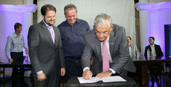 Governador entrega ordem de serviço para concluir Centro de Inovação de Tubarão