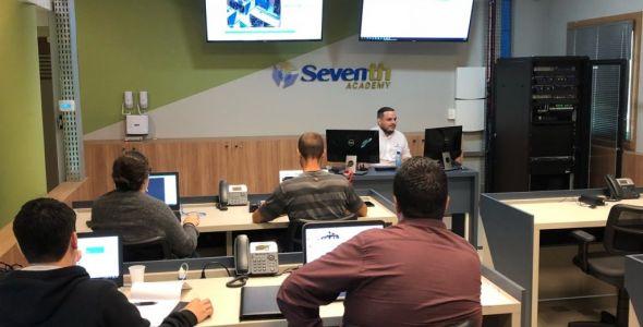 Empresa de tecnologia inaugura academia para treinamentos em Florianópolis