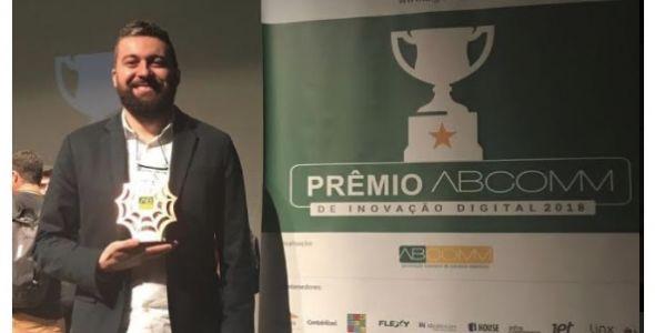 Funcionário da Híbrido recebe Prêmio ABComm de Inovação Digital