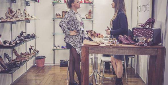 Feira do setor calçadista traz mais de mil lojistas a Santa Catarina