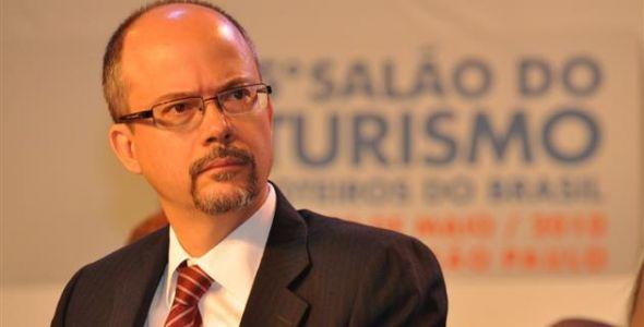 Ex-ministro do Turismo palestra em Tijucas na próxima terça-feira