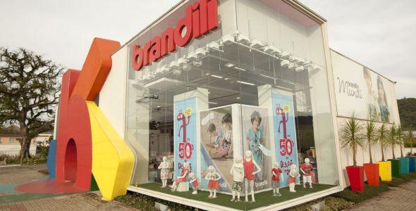 Brandili lança roupas inclusivas e reverterá 10% do valor à Fundação Abrinq