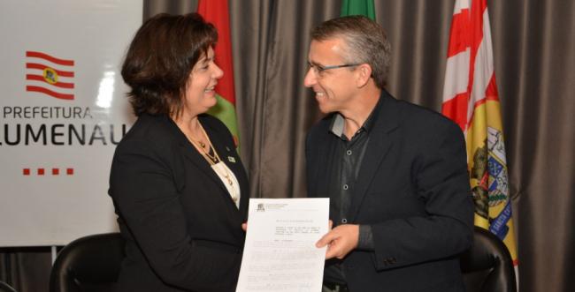 Prefeitura de Blumenau oficializa doação de terreno para o IFC