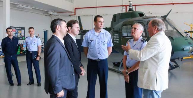 Alto comando da Aeronáutica prevê parcerias com Senai/SC