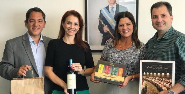 Empresa apresenta oportunidades para cônsul honorário da Argentina