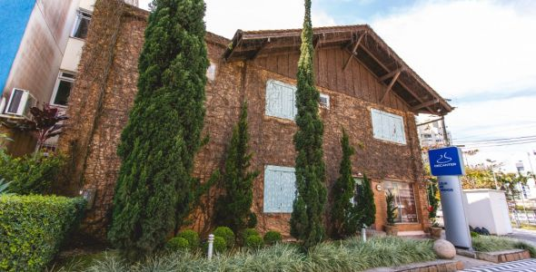 Decanter Blumenau promove degustação com enólogo da vinícola Colomé