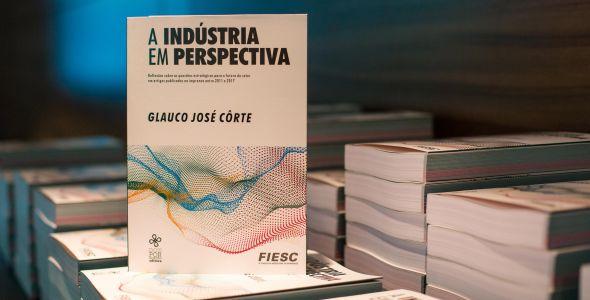 Presidente da Fiesc lança livro com artigos sobre a indústria