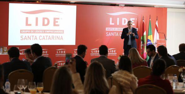 Em Florianópolis, João Carlos Brega fala sobre reestruturação da economia do país