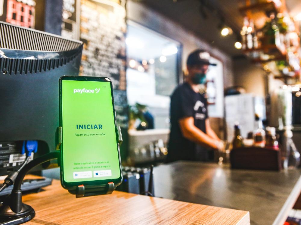 Payface firma parceria e mais de 100 mil varejistas poderão realizar pagamento por reconhecimento facial