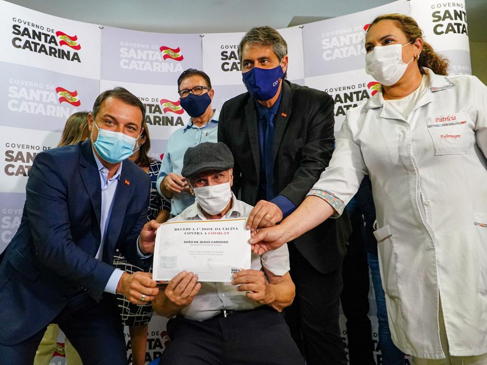 Santa Catarina inicia a vacinação contra a Covid-19