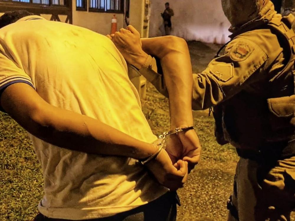 PM prende três homens suspeitos de praticarem roubos por Blumenau