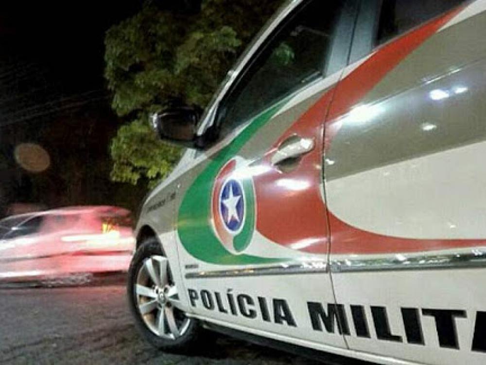 Carro é furtado durante o dia no bairro Água Verde