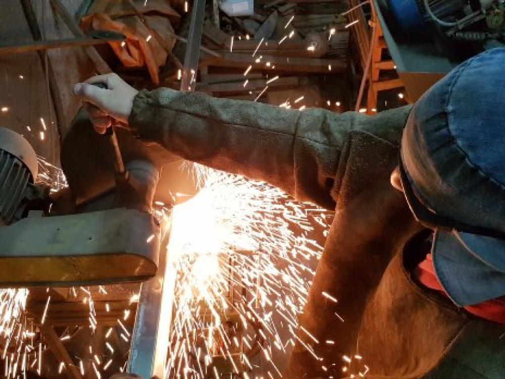 Indústria catarinense registra maior alta do país em fevereiro, aponta IBGE