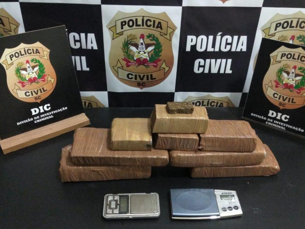 Homem é detido por tráfico de drogas após uma denúncia no bairro Salto do Norte