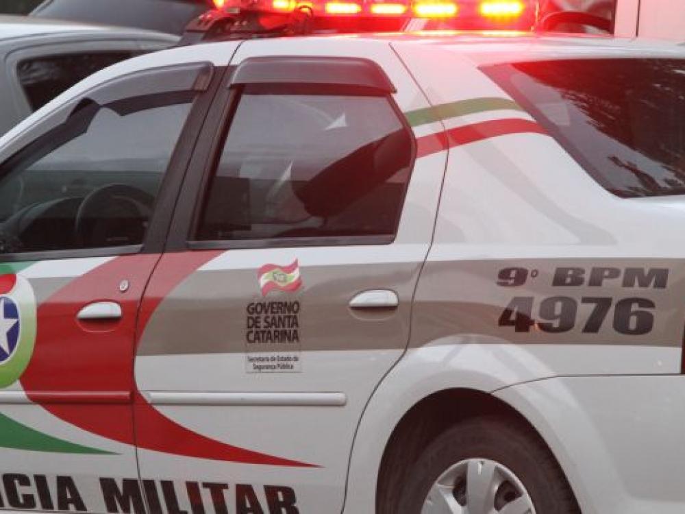 Dois homens são presos com 55 pedras crack no bairro Itoupavazinha