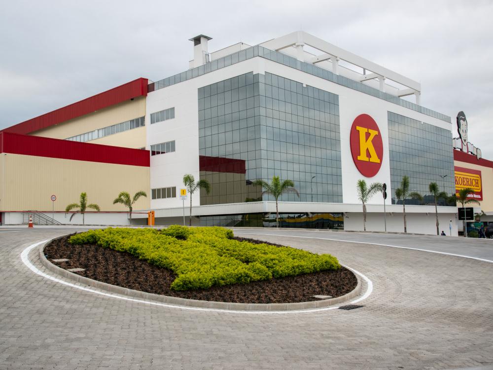 Koerich anuncia investimentos, ampliação do centro de distribuição e inaugurações em SC