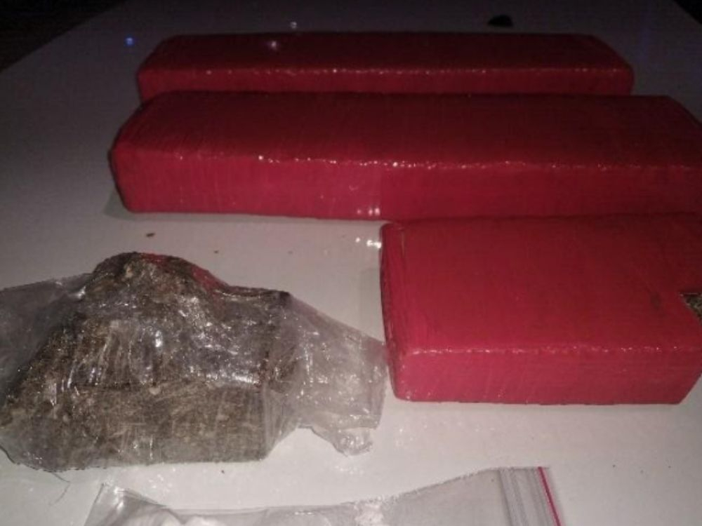 Duas pessoas são detidas por tráfico de drogas após denúncias