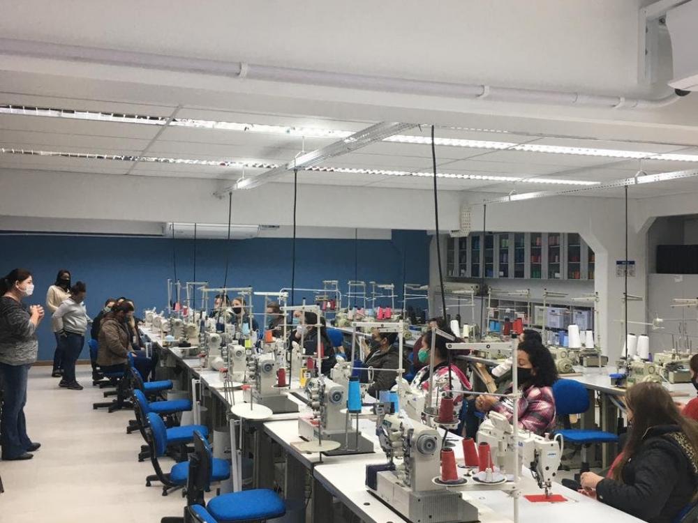 SENAI e parceiros da região do Vale do Itajaí promovem curso de costura básica