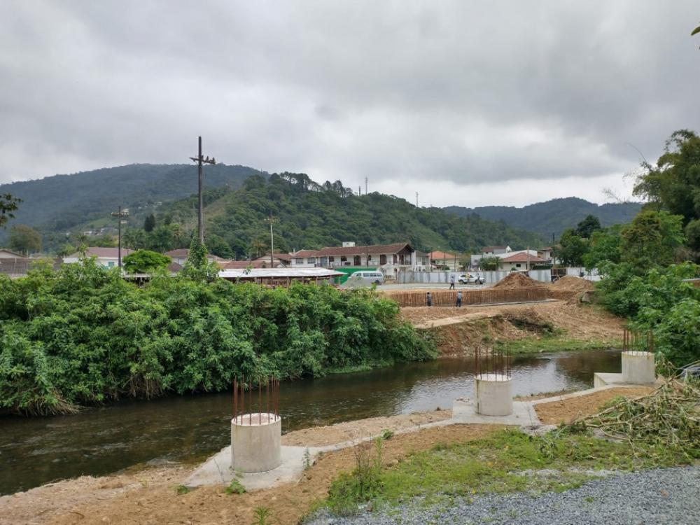 Obra em nova ponte no Distrito do Garcia é retomada pelo município