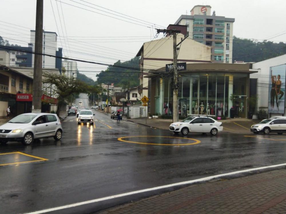 Município implanta rotatória em cruzamento da Rua Almirante Barroso